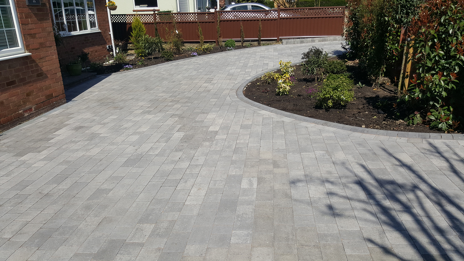 Beta-Silver-haze-driveway-with-planting