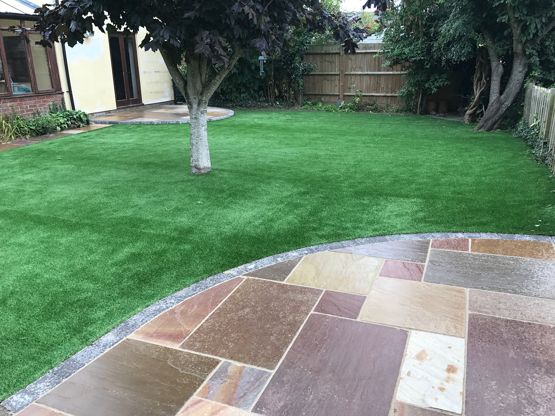 Brett-Forest-Glen-paving-with-artificial-lawn