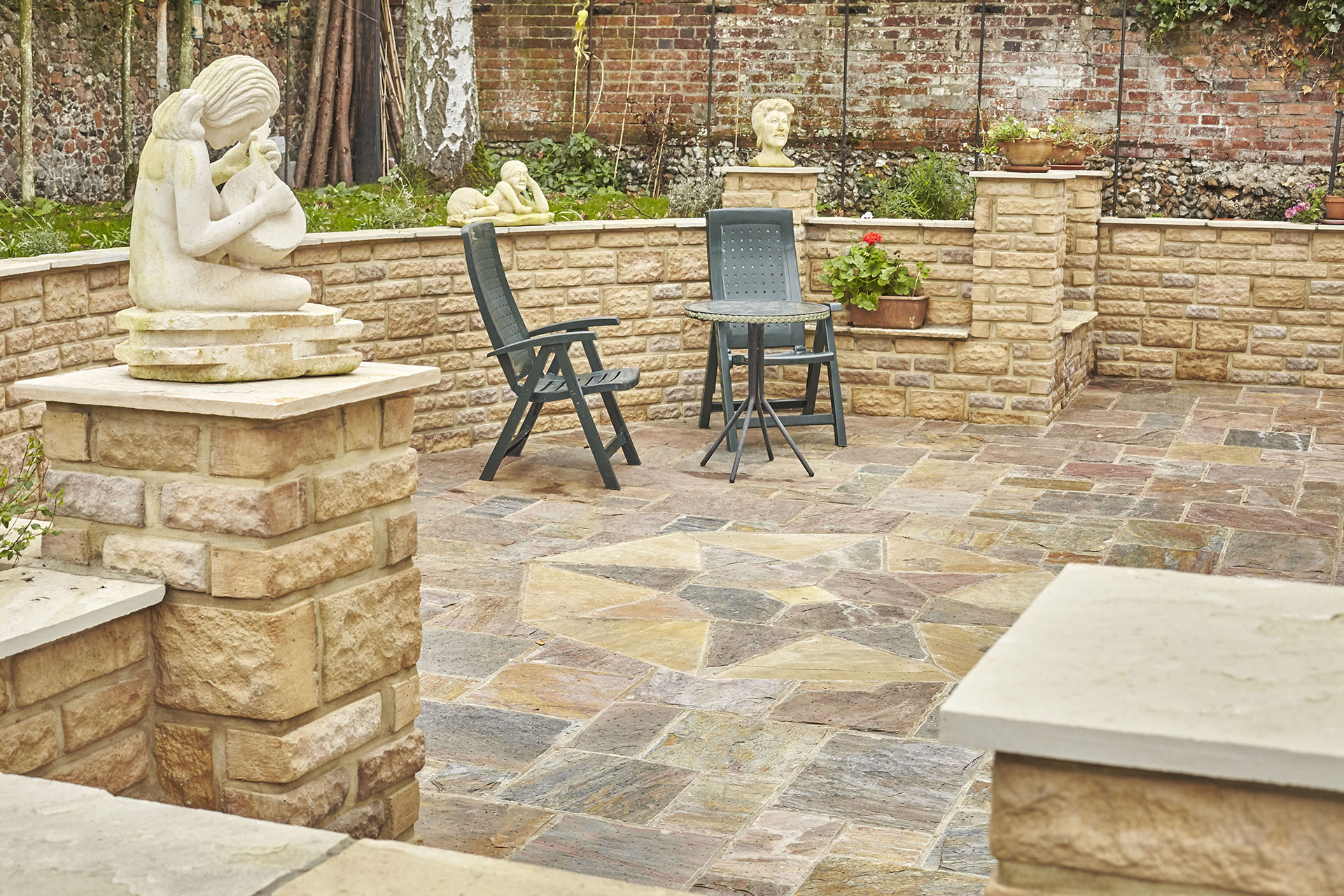 Brett-quarztite-patio-with-walling