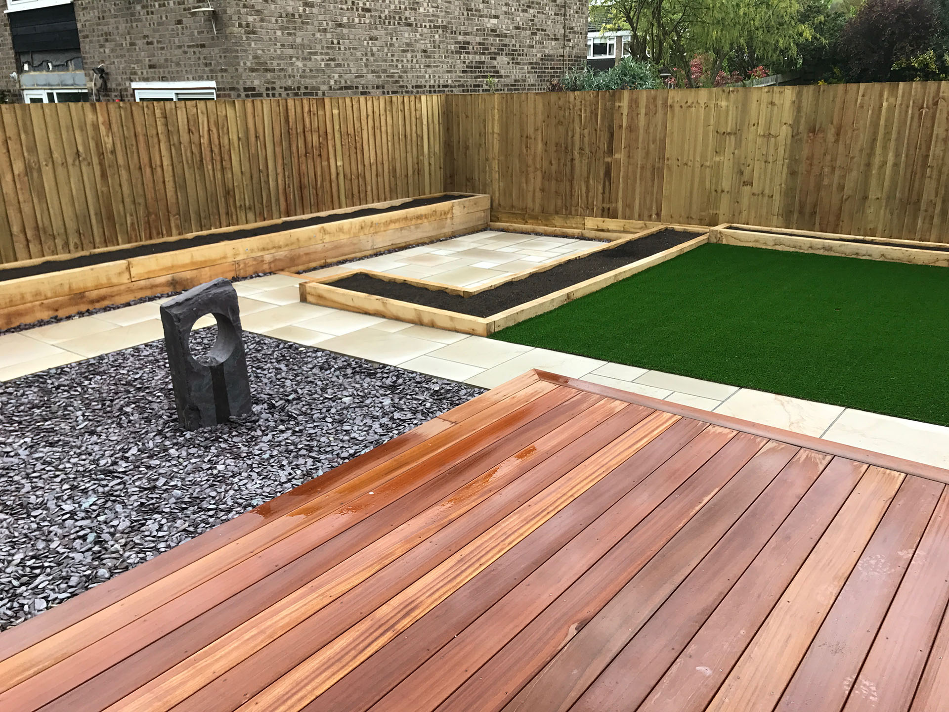 Hardwood-decking-water-feature-raised-beds-and-paving